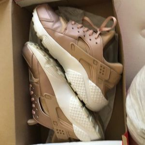Rose gold huaraches size 8